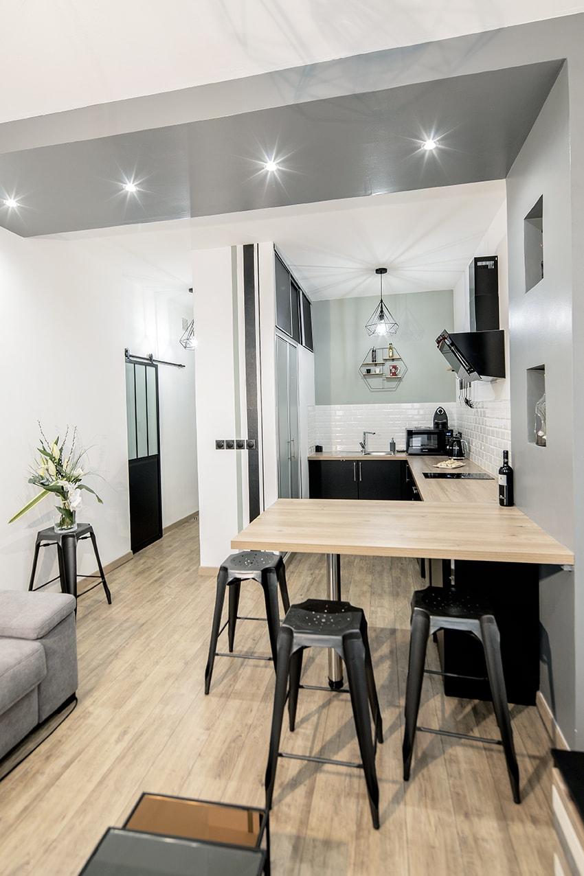Le style industriel, intemporel et pouvant plaire au plus grand nombre a été choisi pour ce studio destiné à de la location.